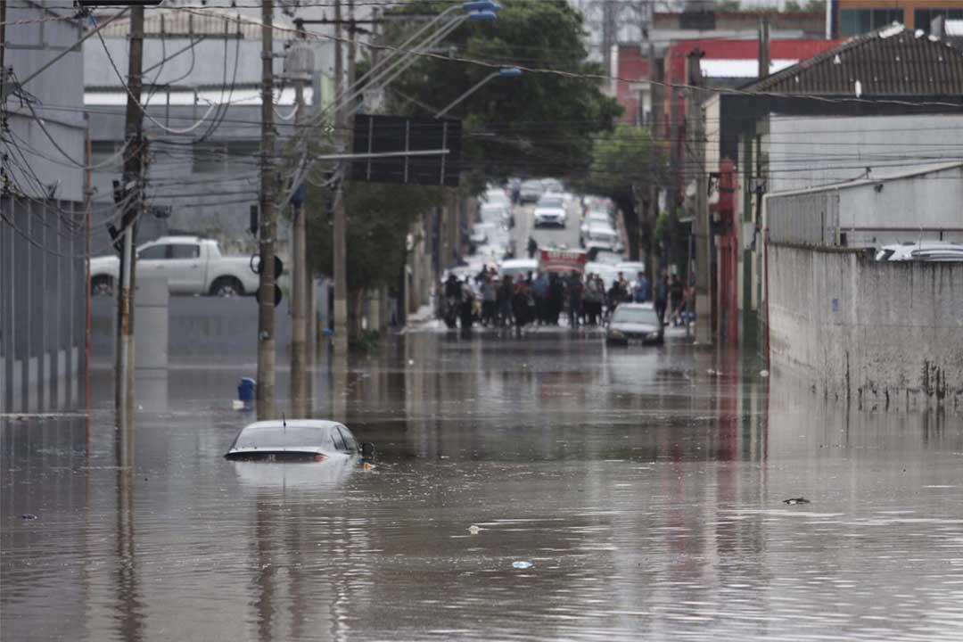 Transportadoras suspendem viagens após alagamento em Campinas